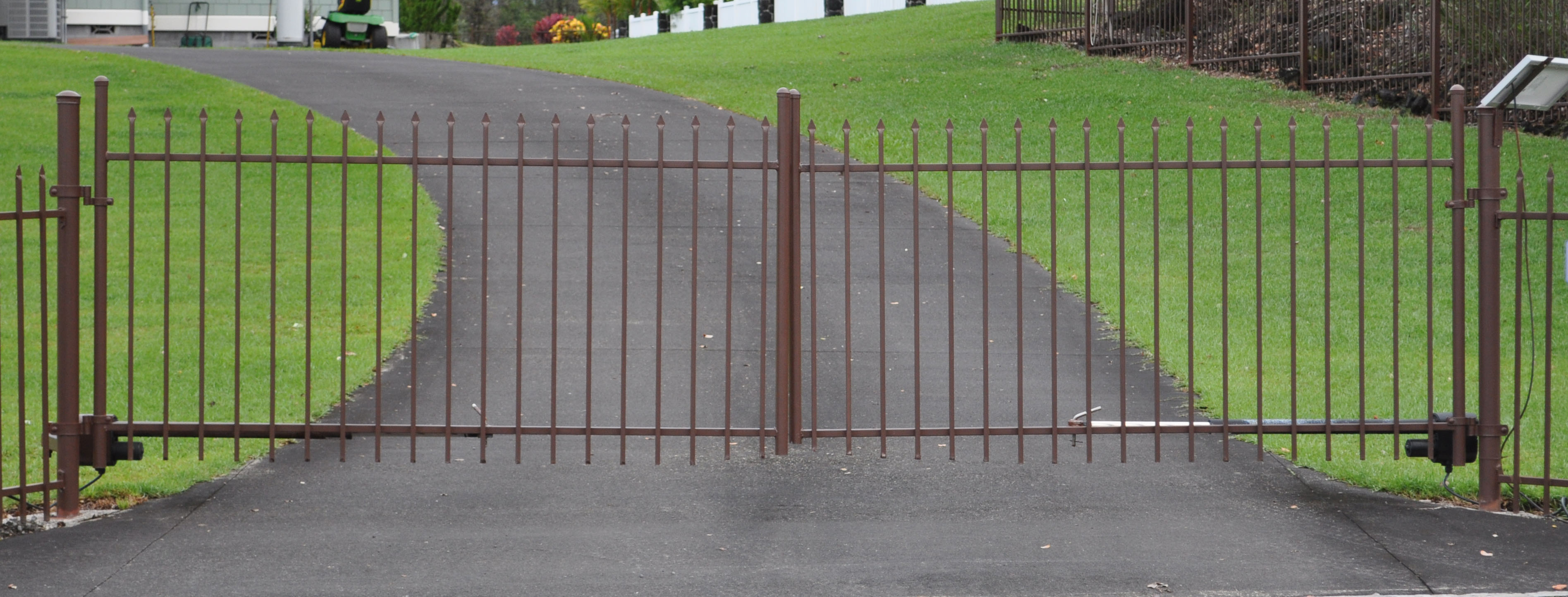 Ornamental Double Swing Driveway Gate 2